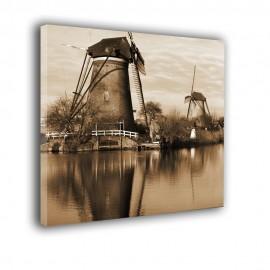 Stare wiatraki nad kanałem - obraz na płótnie nr 2344